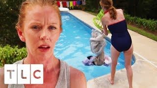 Download Mum Makes Family Wash Clothes In Their Swimming Pool! | Extreme Cheapskates Video