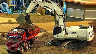 Download HUGE RC EXCAVATOR LIEBHERR 9150 MODEL MACHINE IN SCALE 1:8 WORKING HARD AT THE RC CONSTRUCTION SITE Video