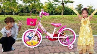 Download 완전 멋진 공주 자전거를 선물 받았어요!! 서은이의 공주 드레스 공주 자전거 스티커 놀이 Riding Princess Bike Video