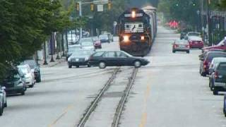 Download MUST WATCH! CLOSE CALL! NS 156 Street Running down 6th Street! AWESOME HORN ACTION/CONSIST! Video