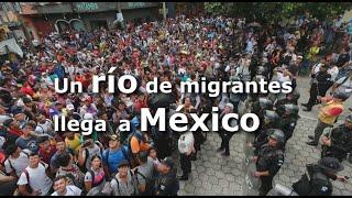 Download Un río de migrantes hondureños llega a territorio mexicano Video