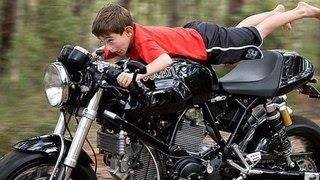 Download Новички на мотоцикле / beginners on motorcycle Video