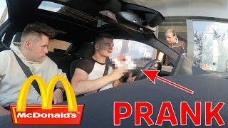 Download McDonalds PRANK   MITARBEITER BEKOMMT EIN GESCHENK! Video