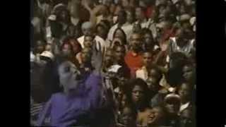 Download Stephanie Mills ″Home″ Sinbad's 70's Summer Jam Video