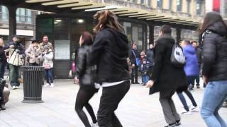 Download Flashmob marry you bruno mars proposal Tony & Sara piazza Cordusio Milano Video