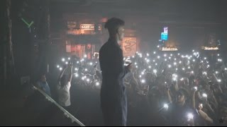 Download 21 Savage Performs ″Red Opps″ & ″X″ Live with a Knife in Houston (Issa Tour) Video