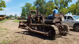 Download 1929 Caterpillar SIXTY starting and pushing dirt Video
