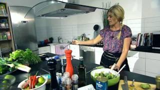 Download Pernilla Wahlgren lagar pesto kyckling - vardagsmaten.se Video