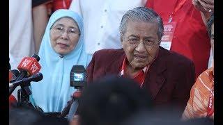 Download Pakatan Harapan's No.1 and No.2 give press conference after convention Video