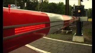 Download Beroemdheden waarschuwen voor spoorovergangen Video