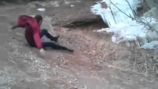 Download Uçurumdan düşen ibo ve aşırı sakin arkadaşları Video