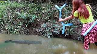 Download Amazing Girl Uses PVC Pipe Compound BowFishing To Shoot Fish Video