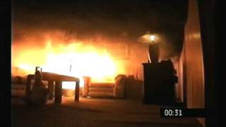 Download Christmas tree fire destroys a living room in under a minute Video