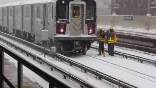 Download Blizzard special at 46st w/ surprise R62A and R188 test/snow clearing train not in service! Video