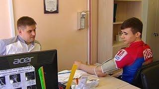Download В Сургуте спортсмены вынуждены стоять в очереди к врачу за допуском к соревнованиям Video