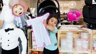 Download ELLE PICKS OUT HER LITTLE SISTERS FIRST OUTFIT!!! (SUPER CUTE) Video