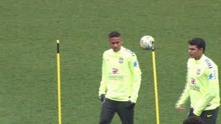 Download Football: deuxième entraînement au stade Charléty pour le Brésil Video