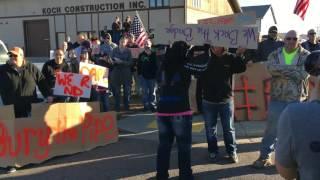 Download Pro-DAPL demonstrators meet anti-DAPL protesters Video