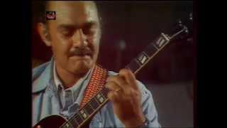 Download 1976 Joe Pass - solo guitar on 'Joe's Blues' (Live video) Video