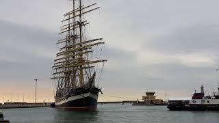 Download Le Kruzenshtern fait son entrée dans le port de Sète Video