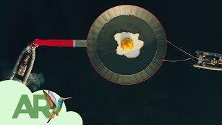 Download ¿Por qué hay un sartén gigante flotando en el mar? Video