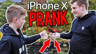 Download SURPRISING MY BROTHER WITH AN IPHONE X (PRANK) Video