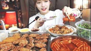 Download 생일+400일 특집!!! [신전떡볶이,교촌살살치킨,주먹밥,샐러드 :슈기의 먹방] Shoogi's Eating Show Video