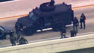 Download Drama on California freeway as police rescue boys from father Video