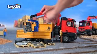 Download MB AROCS Baustellen LKW mit Kran und Zubehör - 03651 - Bruder Spielwaren Video