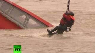 Download Dramatic footage: Helicopter rescue of man from sinking boat in Croatia Video
