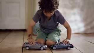 Download Mercedes Benz deixa crianças irritadas com 'carrinhos seguros' Video