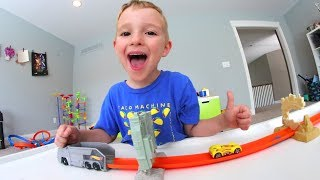 Download Father & Son GET SUPER SMASH HOT WHEEL TRACK! / Earthquake Alley Video
