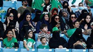 Download سعوديات يحضرن مباراة كرة قدم في الاستاد الملك عبد الله لأول مرة Video