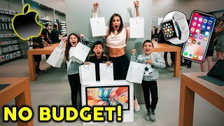 Download WE BOUGHT EVERYTHING AT THE APPLE STORE **NO BUDGET** | The Royalty Family Video