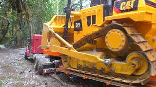 Download HEAVY CONSTRUCTION l STRONG RC MACHINES WORKING AT THE MUD l STRONG RC D9 ! Video