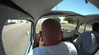 Download Mustang levando um cutuco do fusquinha... Video