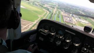 Download Cessna 172 Amsterdam Landing RWY 09 (RARE!!) Video