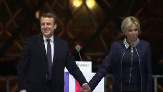 Download Emmanuel und Brigitte Macron: Das wohl ungewöhnlichste Präsidentenpaar Frankreichs Video