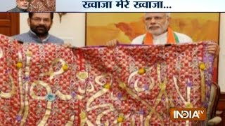 Download PM Modi hands over 'chaadar' to be offered at Khwaja Moinuddin Chishti's dargah - India TV Video