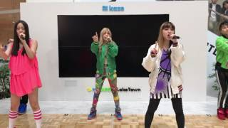 Download lol(エルオーエル)Boyfriend Video