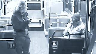 Download Un senzatetto cerca riparo a bordo del bus: la reazione dell'autista è una lezione di umanità Video