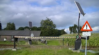 Download Spoorwegovergang Gaanderen // Dutch railroad crossing Video