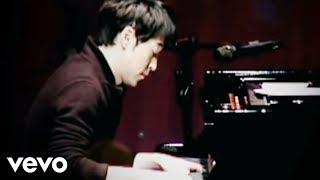 Download Yiruma, (이루마) - 빗 속의 키스 Video