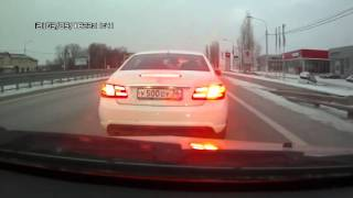Download Водитель Мерседеса обстрелял машину и разбил её стекло Video