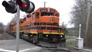Download (HD) PW 2313 freight train crossing at Roberts, Oregon Video