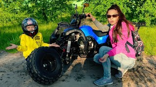 Download Mom's Power Wheel broke down! Den ride on kids Quad bike, buy wrenches and fix him. Video