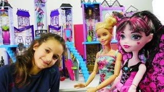 Download Barbie Monster High okuluna geliyor. Bebek oyuncakları Video