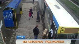 Download В Перми автобус переехал выходившую 82-летнюю пенсионерку Video