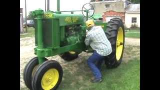 Download Max Teegarden how to start a John Deere model G 1938 antique tractor Video
