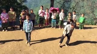 Download Cậu bé dân tộc nhảy hip hop hay bất ngờ Video